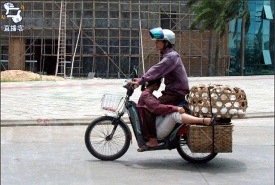 La mejor postura para viajar en ciclomotor