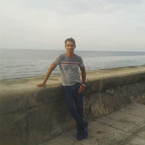 En el Malecón de La Habana #Malecon #Habana #Trip #Holydays  #igersvenezuela #igerscaracas by jhuank31