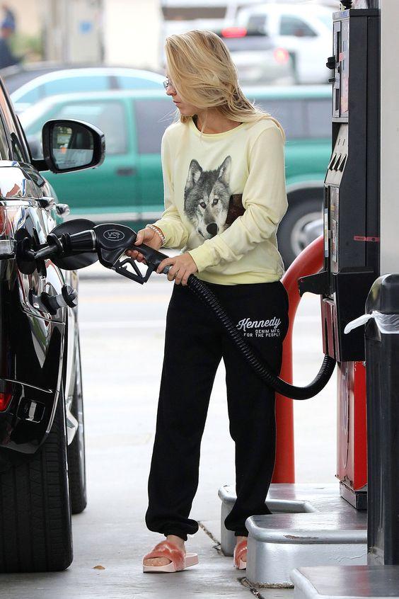 Kaley Cuoco getting gas in LA 12/13/16