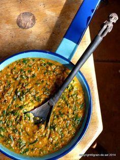 grain de sel - salzkorn: Lieblingsdal-Variante: Rote Linsen mit Spinat in Garam-Masala-Sauce