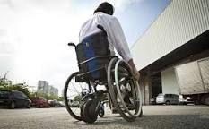 Resultado de imagem para cadeira de rodas adaptada ajuda pessoas paralisadas a caminhar