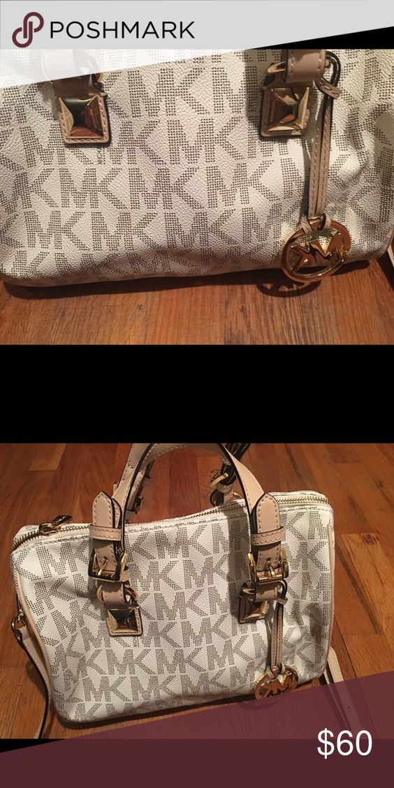 Michael Kors bag get it while it last Michael Kors white bag soon summer is upon us make it special and get this bag... yes let's go ladies... Michael Kors Bags Crossbody Bags