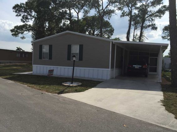 2002 Fleetwood  Mobile / Manufactured Home in Lake Worth, FL via MHVillage.com