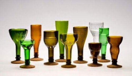 Bicchieri ottenuti riciclando le bottiglie di vetro