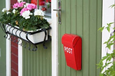 Every treehouse/playhouse needs an official mailbox!