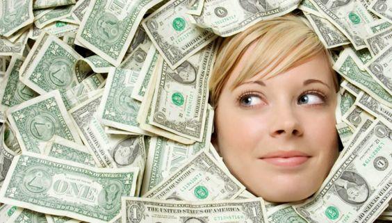 Si sientes que no puedes avanzar económicamente es debido a que aún no has conseguido ampliar el poder de la mente subconsciente para atraer el dinero a tu vida.