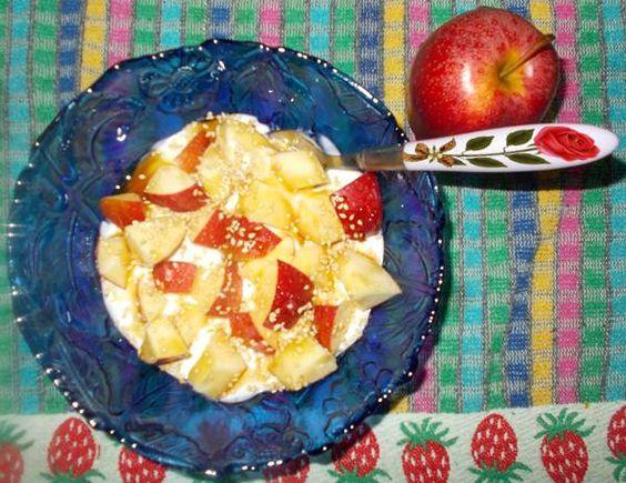 Receitas de cozinha: Ideia de lanche rápido e saudável com iogurte e ma...