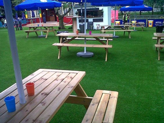 Leading suppliers of artificial grass in Scotland for commercial purposes. A professional service and quality artificial grass at unbeatable prices.  Artificial grass can also be used indoors to give your premises that WOW factor. Transforming a seating or display area or making a focal point on the floor. Why not provide a relaxing chill out area or putting green for your employees in the office.