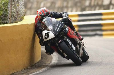 Steve Plater again - just rubbin' the wall at the Macau GP. Honda Fireblade mounted.