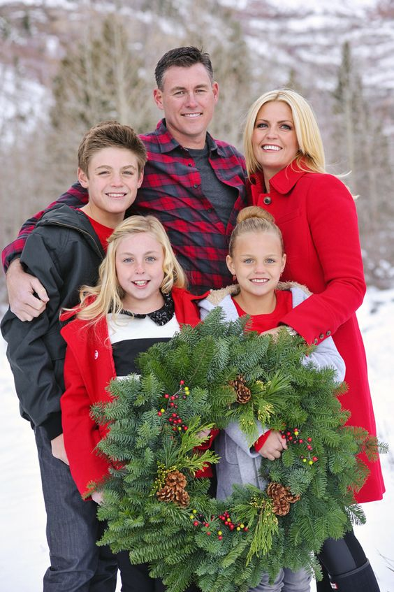 family picture outfits by color series red family picture outfits pictures and winter family. Black Bedroom Furniture Sets. Home Design Ideas
