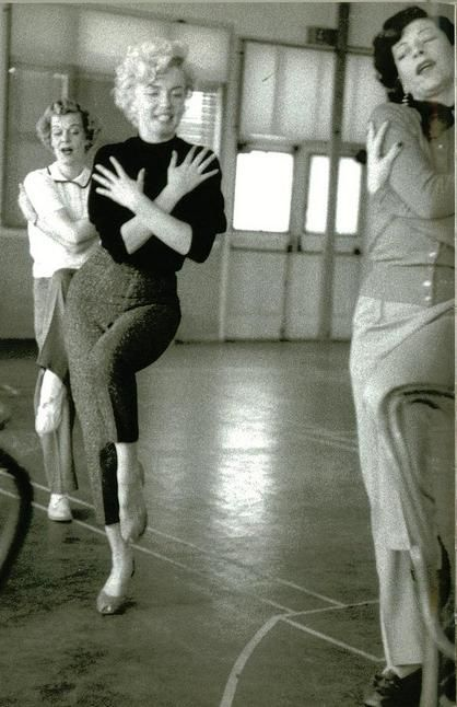 Marilyn Monroe dancing her sweet heart out