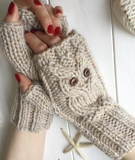 Fun, fast and warm - these fingerless mittens are knitted ...