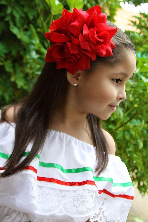 """Esta es mi hija Franca, vestida para las festividades de """"Charro Days"""" que se celebran cada mes de Febrero para hermanar las ciudades de Matamoros, Tamps. y Brownsville, TX. #PicsByAlma:"""