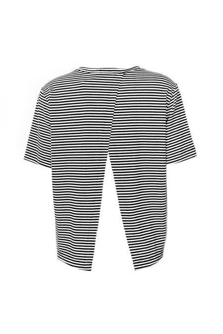 T-Shirt Listrada Preta e Branca Detalhe nas Costas
