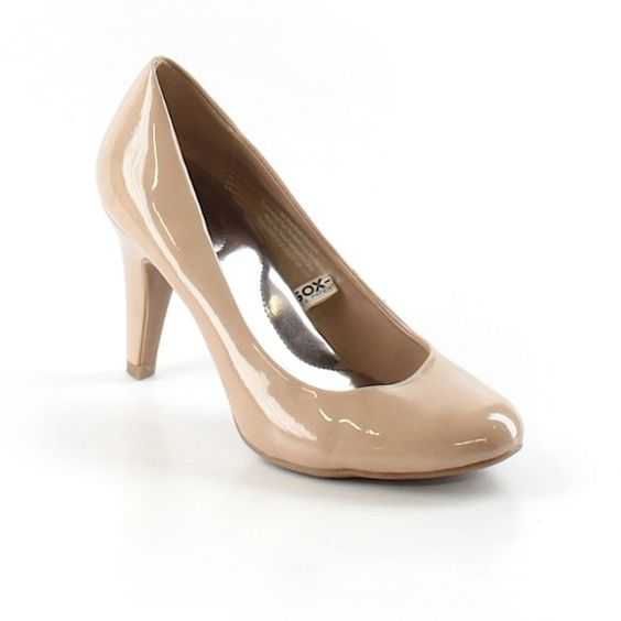 Nude Merona Heels Heels size 7. Nude color. One has a small black ...