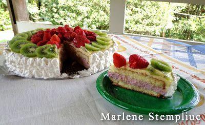 Bolo Mousse de Frutas         http://culinariareceitas.blogspot.com.br/2013/03/bolo-mousse-de-frutas.html    Postado por Marlene Stempliuc         blog CULINÁRIA-RECEITAS        Receita da Chef Doceira Érica Okazaki