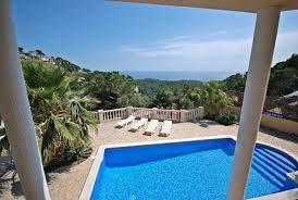 Belle villa (divisée en 2 parties) pour 12 personnes, près de Lloret de Mar, idéale pour familles et groupes d'amis. http://www.locationvillaespagne.com/lloret-de-mar/jolyne/ #jolyne
