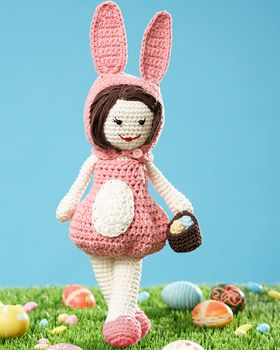 The Easter Lily is here in her precious bubble dress! Complete with a little basket of eggs, she's the ideal addition to your Easter decor - and even makes a great gift for little girls ~ free pattern ᛡ