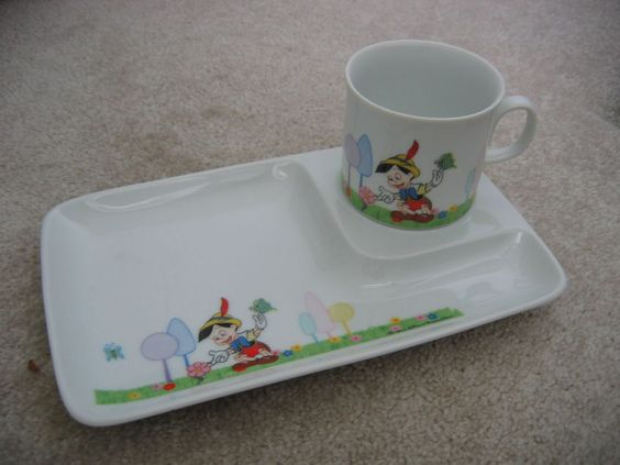 Beautiful HTF 60s PINOCCHIO Child's Snack Tray & Handled Cup DD Japan