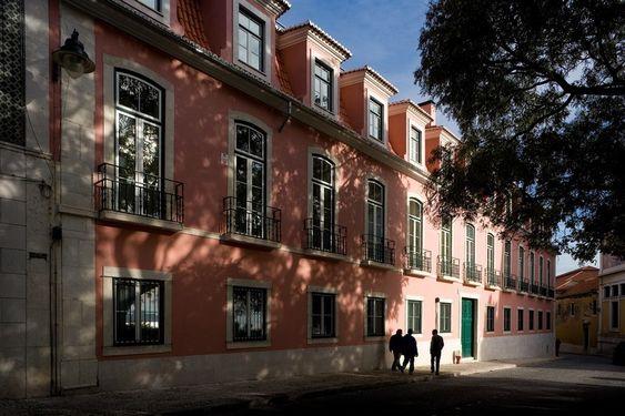 "Conjunto Habitacional às ""Janelas Verdes"", Lisboa - Portugal"