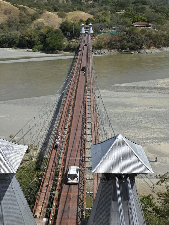 El Puente de Occidente, Santa Marta