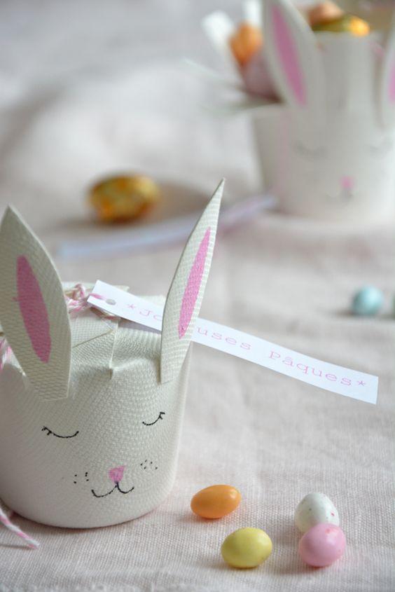 A partir d'un gobelet en carton, confectionnez des boites surprise pour Pâques! Si ce n'est pas pour Pâques, vous pouvez recycler cette idée pour n'importe quelle fête en changeant le petit animal...: