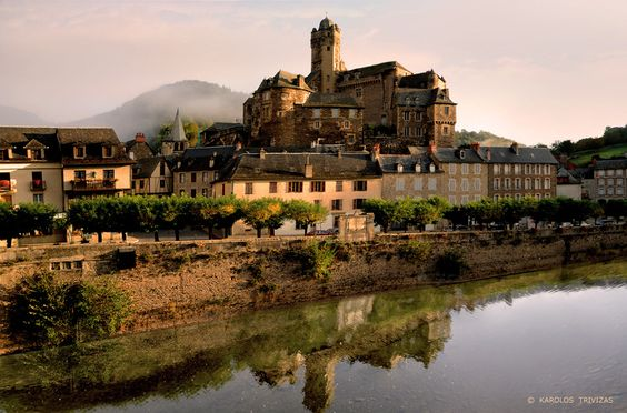 ESTAING CASTLE   (FRANCE - ESTAING VILLAGE - MIDI PYRENEES - AVEYRON)