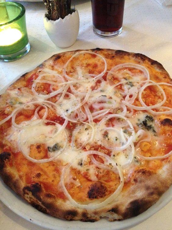 Pizzeria Bella Napoli in Heiningen. http://bock.co gorgonzola, knoblauch, nudeln, pasta, pizza, pizzeria, salat, tomaten, zwiebeln