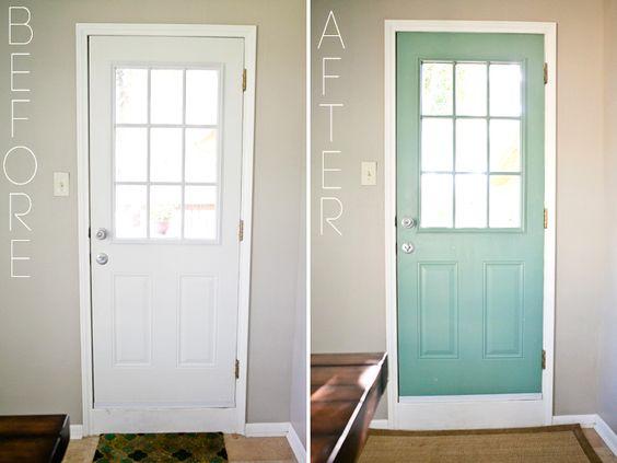 Adoro portas com cor....transformam-se em peças de decoração....