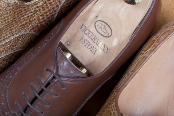 Schuhspanner aus Zedernholz, das die höchste Aufnahme von Fußfeuchtigkeit garantiert