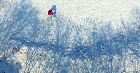 Ponto Lingfeng scenic após uma queda de neve em Anji County, província de Zhejiang, na China