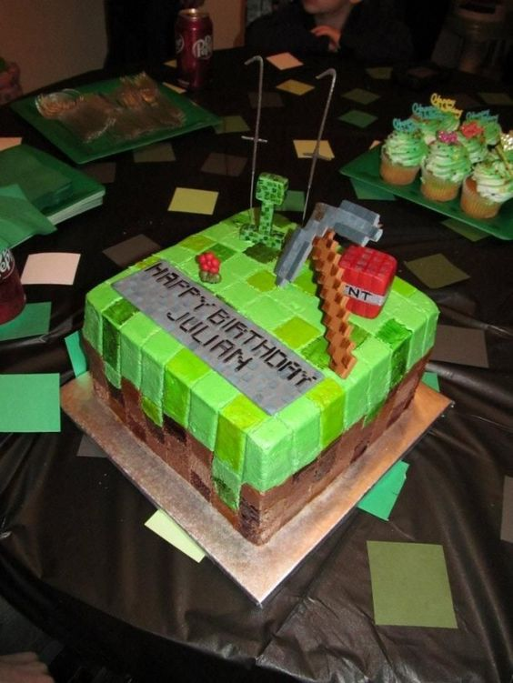 I'm already on the lookout for an awesome Minecraft cake for the hubby's 30th. I have until August. I want one just like this.
