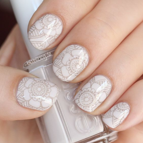 Mendhi Flower Nail Art By  Blabliblog