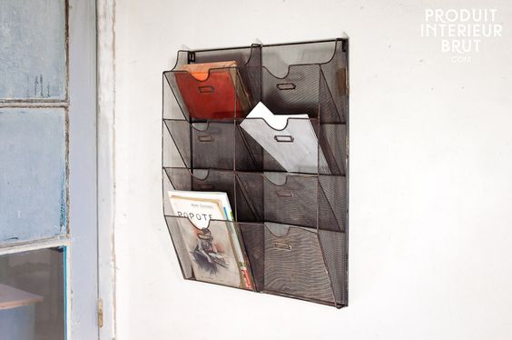Porte-documents mural grillagé - Un rangement vintage idéal pour les magazines et le courrier