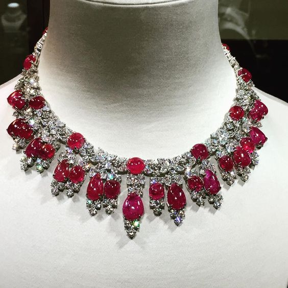 The beauty of Harry Winston at Carlton Towers London on the ongoing Christies…