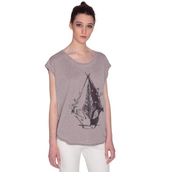 • T-Shirt Circle réalisé en collaboration avec un artiste• Effet vieilli• Détail bords francs• Etiquette Volcom sur la bordure• Collection Spring/Summer 2016Référence : B0111653