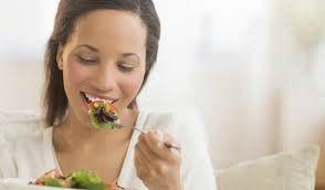 Tu dieta juega un papel fundamental cuando sufres de fibromas uterinos. Descubre en este artículo los alimentos que debes comer para combatir los miomas uterinos fácilmente! CLICK AQUI: www.fibromauterinocura.com/2014/11/que-comer-cuando-tienes-fibromas.html