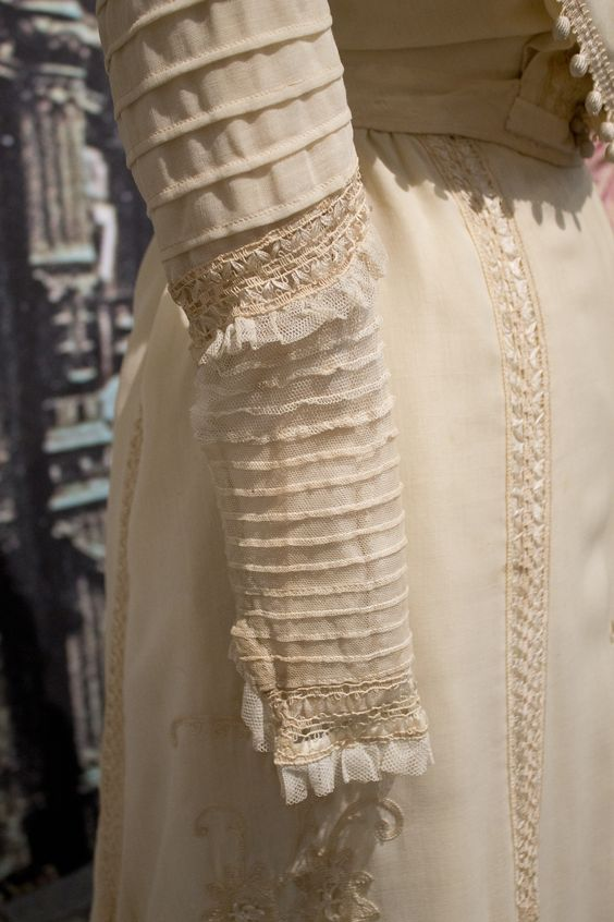 Gemeentemuseum the Hague exhibition on 19th century fashion - Edwardian Dress sleeve detail