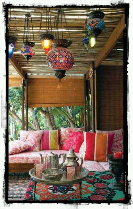 Moroccan tea time. i wish i had an area in my own house that looked like this....omg id be in heaven....