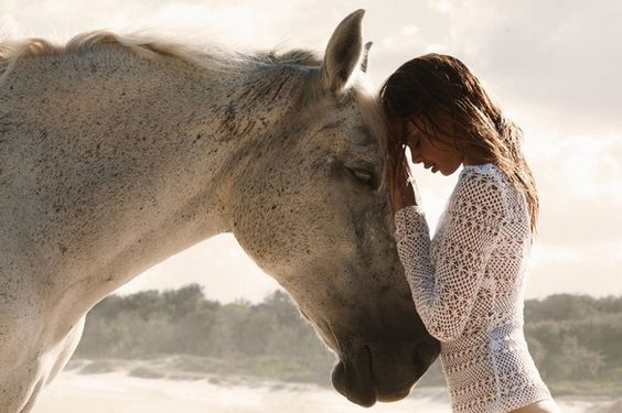 http://pegasebuzz.com/leblog/ | Horse in Fashion with Samantha Harris for Gold Coast Magazine, january 2013