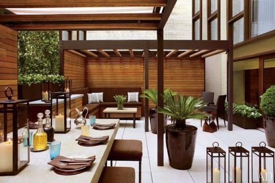 Exotische Terrassenpflanzen-Dekoideen mit Metall-Laternen-Stumpenkerzen
