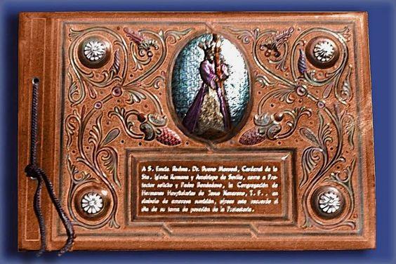 Libro homenaje en cuero repujado y policromado con clavos de plata https://www.facebook.com/CuerosRepujadosDeEulogioBlanco