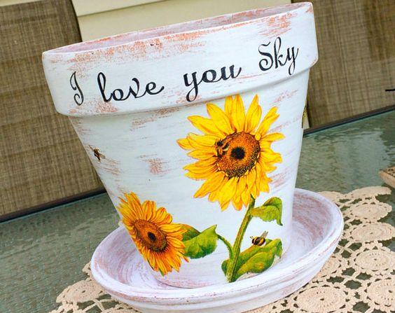 Maceta personalizada, decoración de girasoles y mariposa, pintado Jardinera de terracota decoupaged, olla de barro personalizado, regalo para ella, pote con palabras.