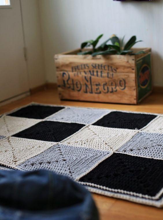 tapete de barbante croche na sala ambiente decorado retangulo branca cinza e preto nórdico escandinavo