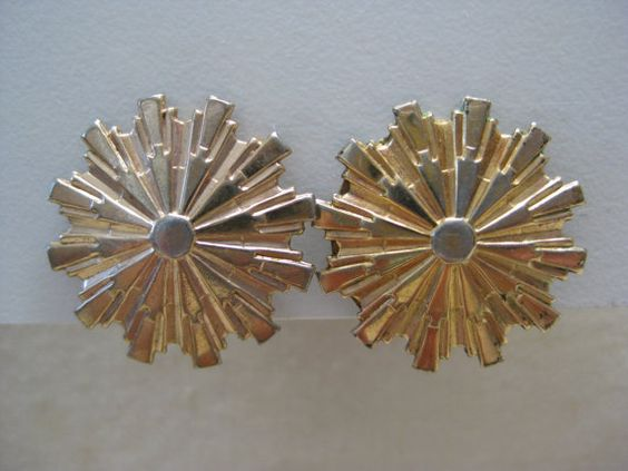 Shabby Star Burst Gold Earrings Screw by vintagejewelryalcove, $10.50