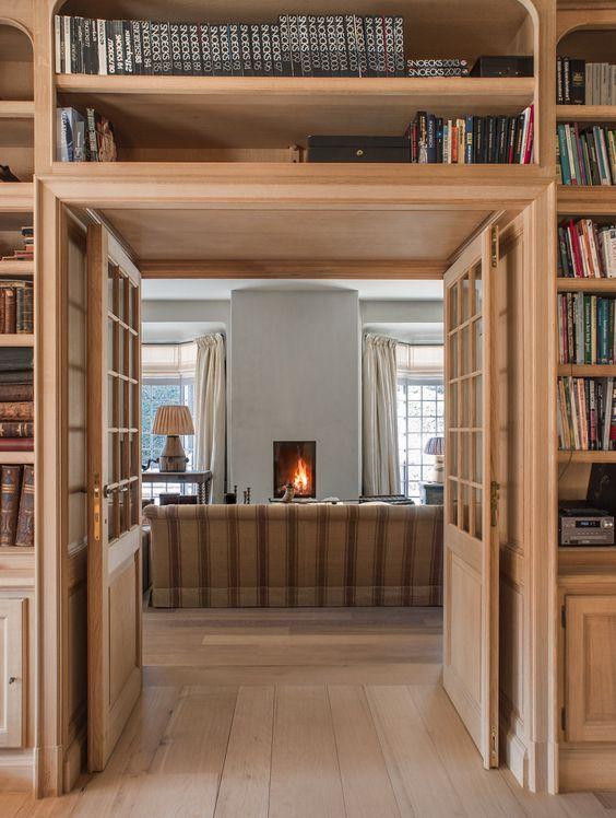 Bücherei aus natürlicher Eiche - maßgefertigt in der Werkstatt von Lefèvre Interiors www.lefevre.be: