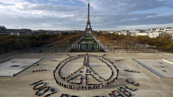 Centenas de pessoas saíram à rua para apelarem a um consenso na cimeira de Paris