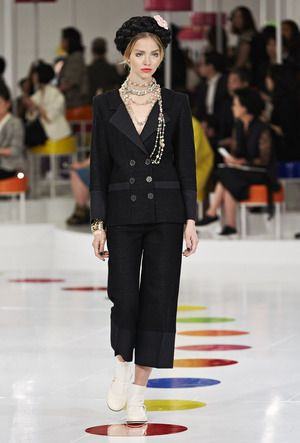 Chanel Cruise 2016 Seoul - NOWFASHION