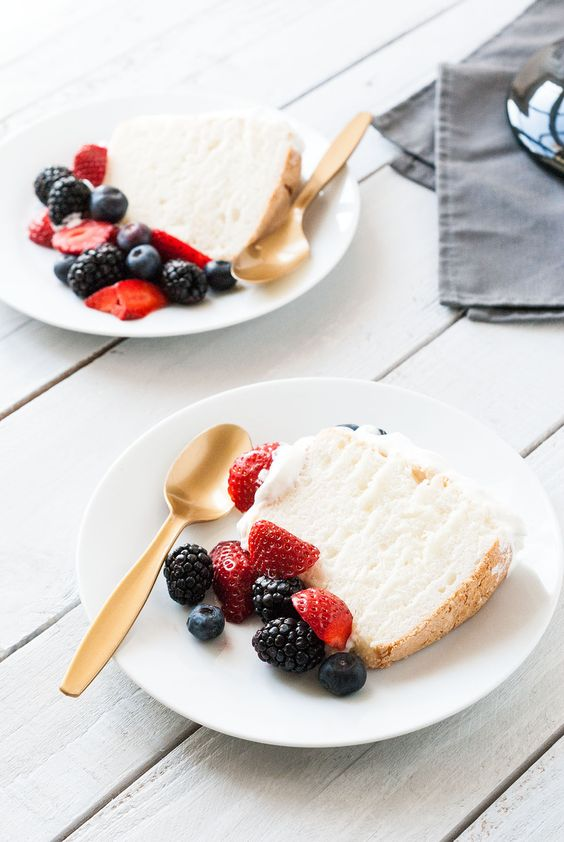 Angel Food Cake - Gâteau des Anges | Lilie Bakery http://liliebakery.fr/angel-food-cake-gateau-des-anges/