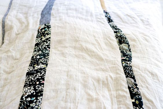 throw sized quilt: Linen Quilts, Beautiful Quilts, Brown Throw, Sewing Quilts, Quilting Black, Black White, Brown Quilt, Quilts And Fabric